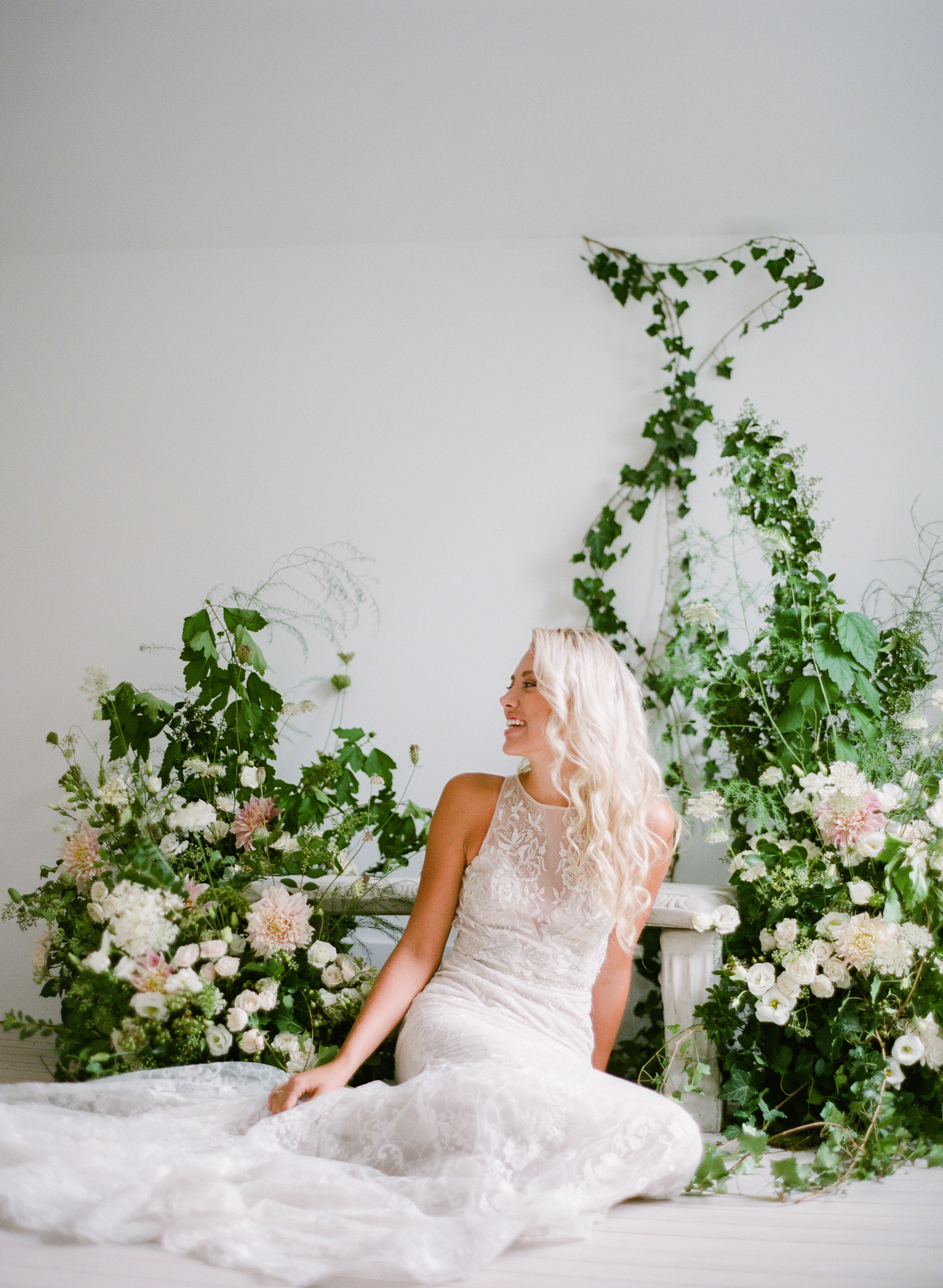 we are so full of wonder for the natural world. - Invoking the spirit of such raw beauty is what we strive for. This unique outlook defines our thoughtful approach to design. And our use of textural elements awakens even the most traditional of flowers.