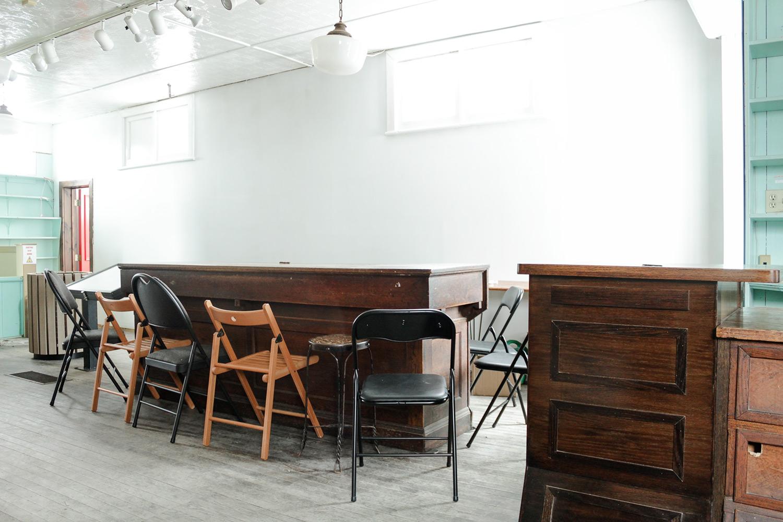 692-coffee-and-bar-lounge-area-before.jpg