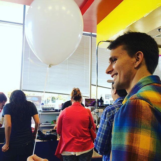 """I'll take a single white balloon, please"" 😊"