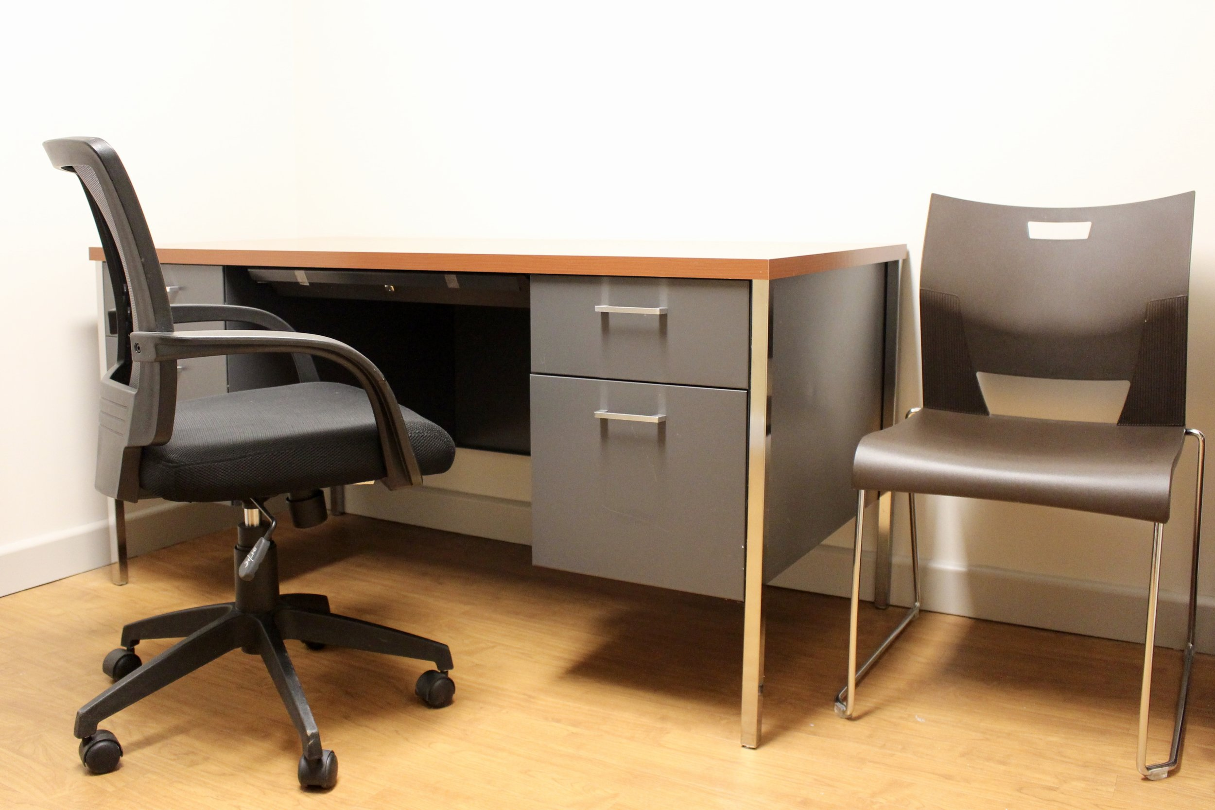 Hon Desk with OTG Task Chair and Duet