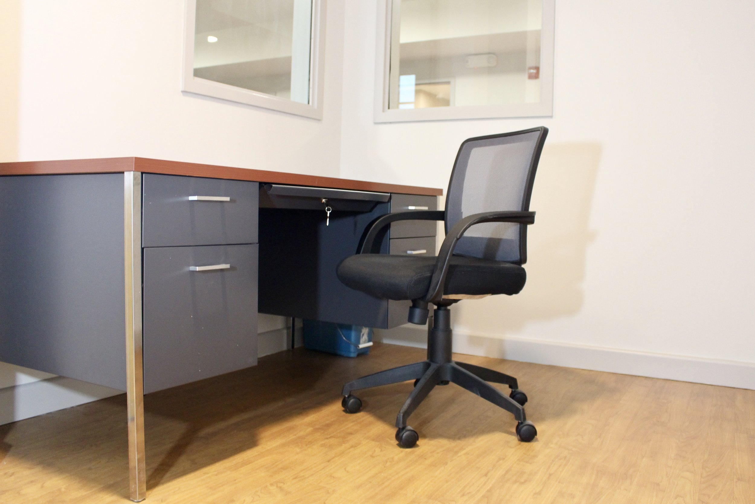 Hon Desk with Task Chair