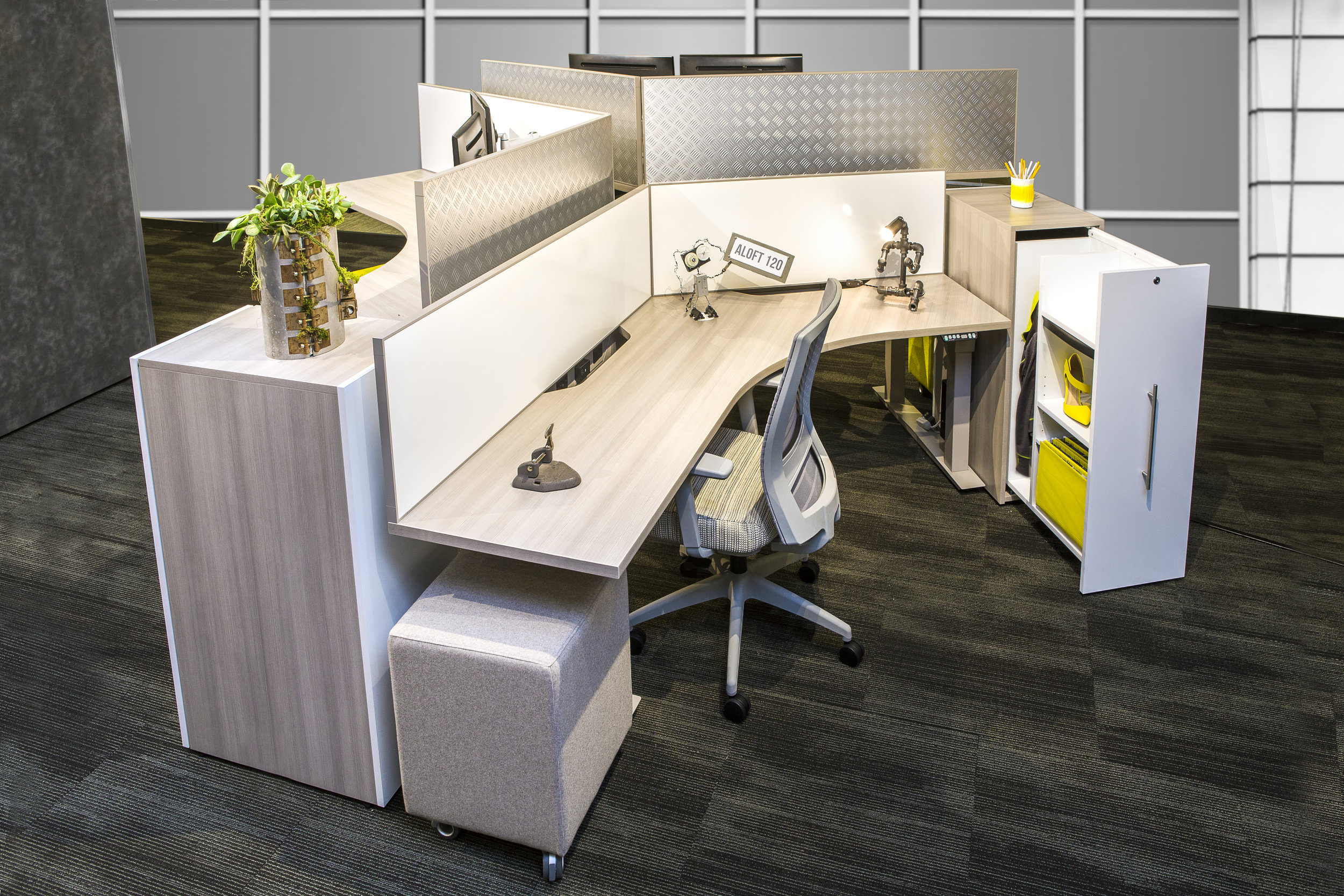 Aloft 120 DESk with fixed panel and alternate storage