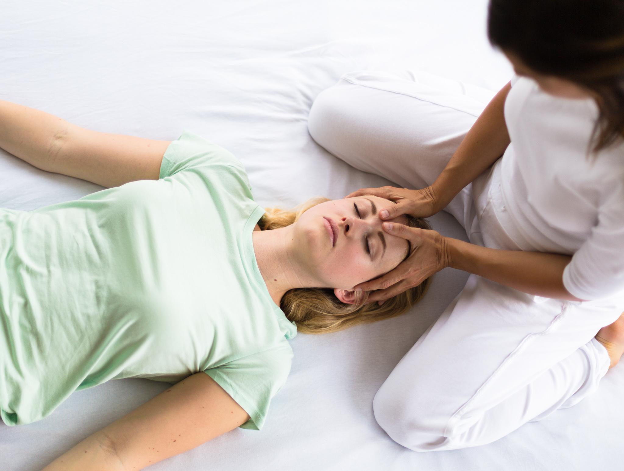 Shiatsu_Massage_Carola_Bass_(c)_Paul_Henschel-7165.jpg