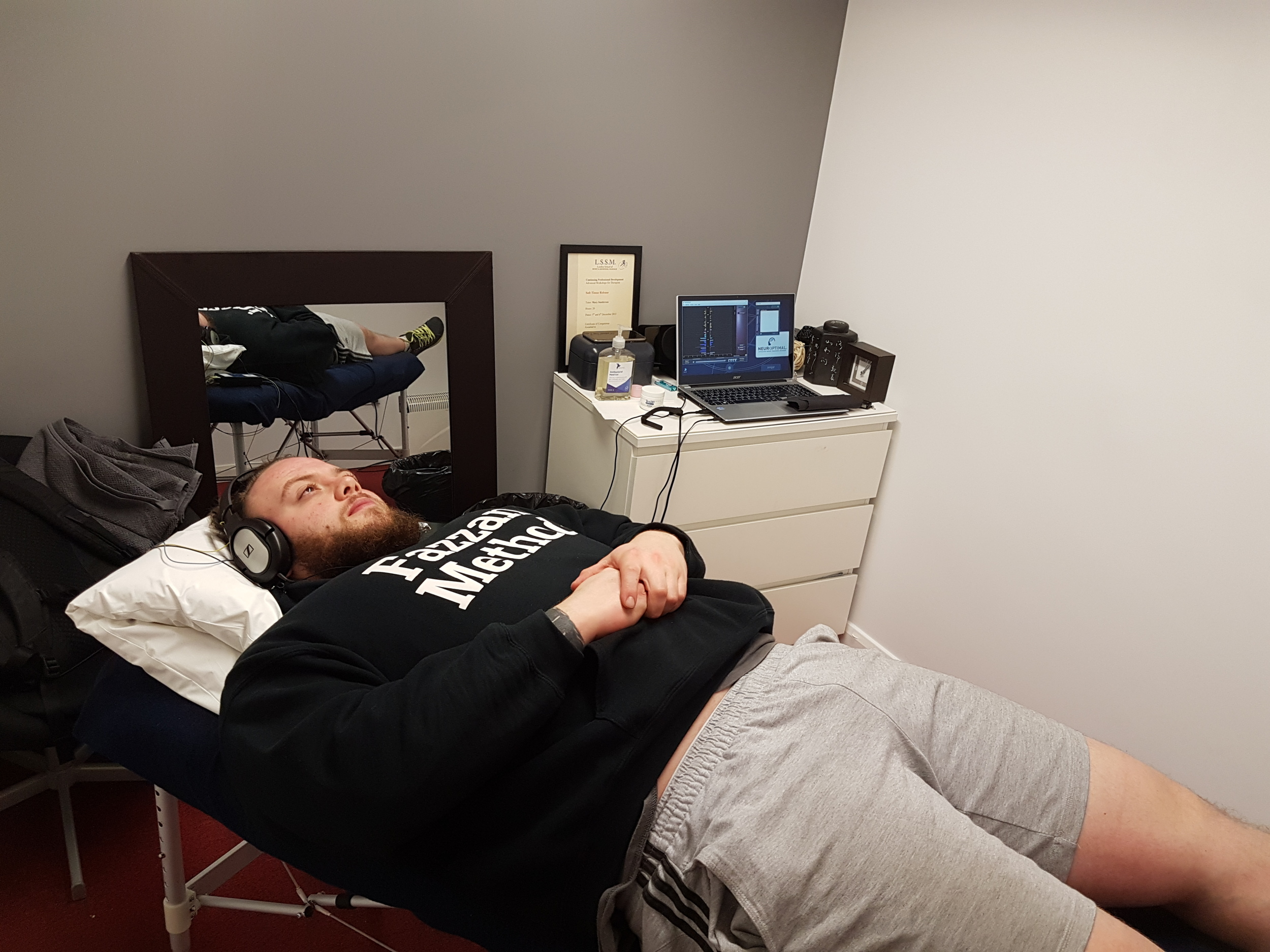 """Domenic Fazzani - World Record setting Power Lifter enjoying a session at the MGM Clinics/Ripped Gym Harlow clinic. Dom:""""This was amazing, I felt a difference with sleep after the first session. I felt I was thinking much more clearly and i was more responsive to everyday situations. I'm excited to see what this does to my training""""."""