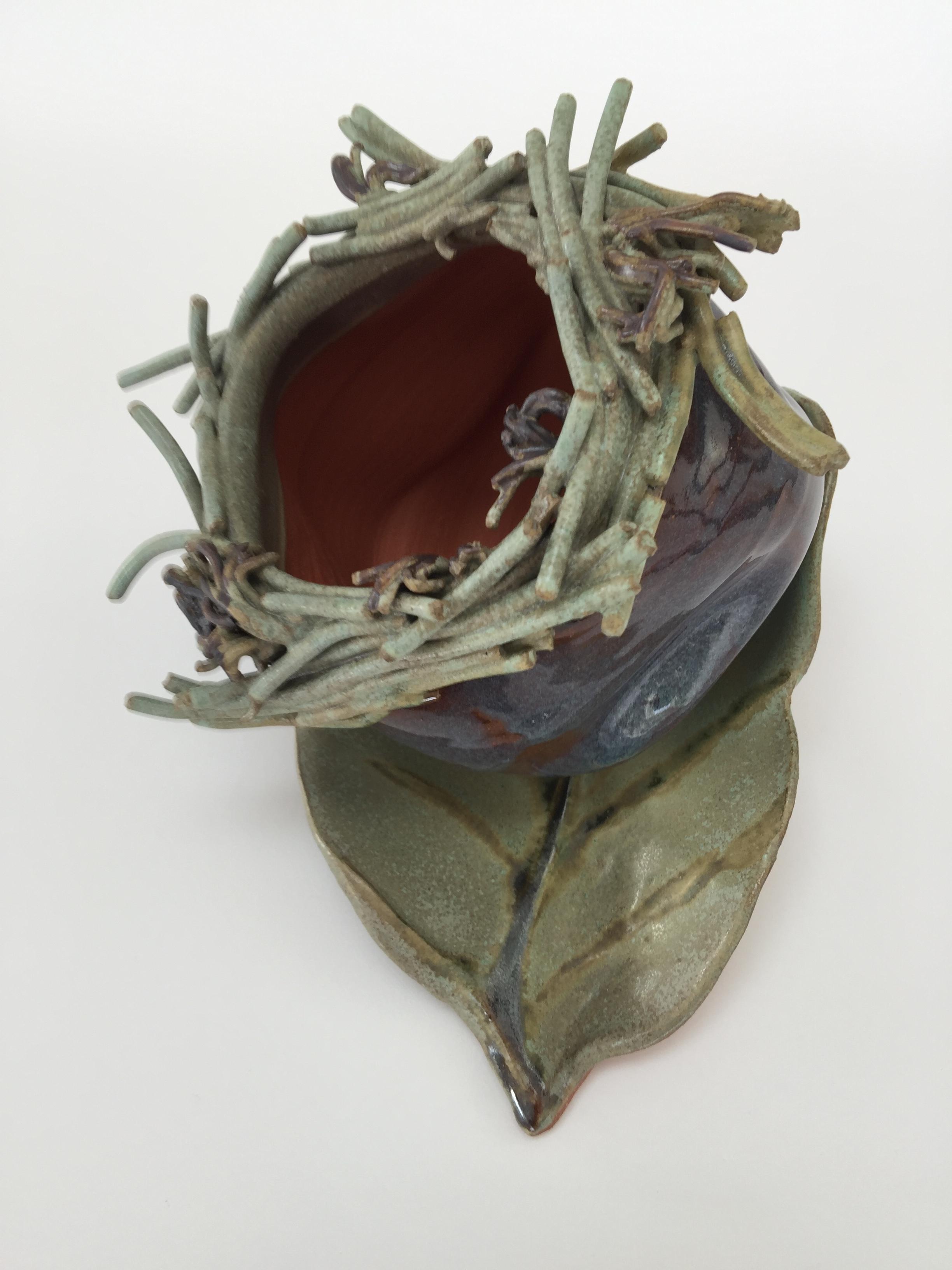 KMBK8 Nest Pot On Leaf
