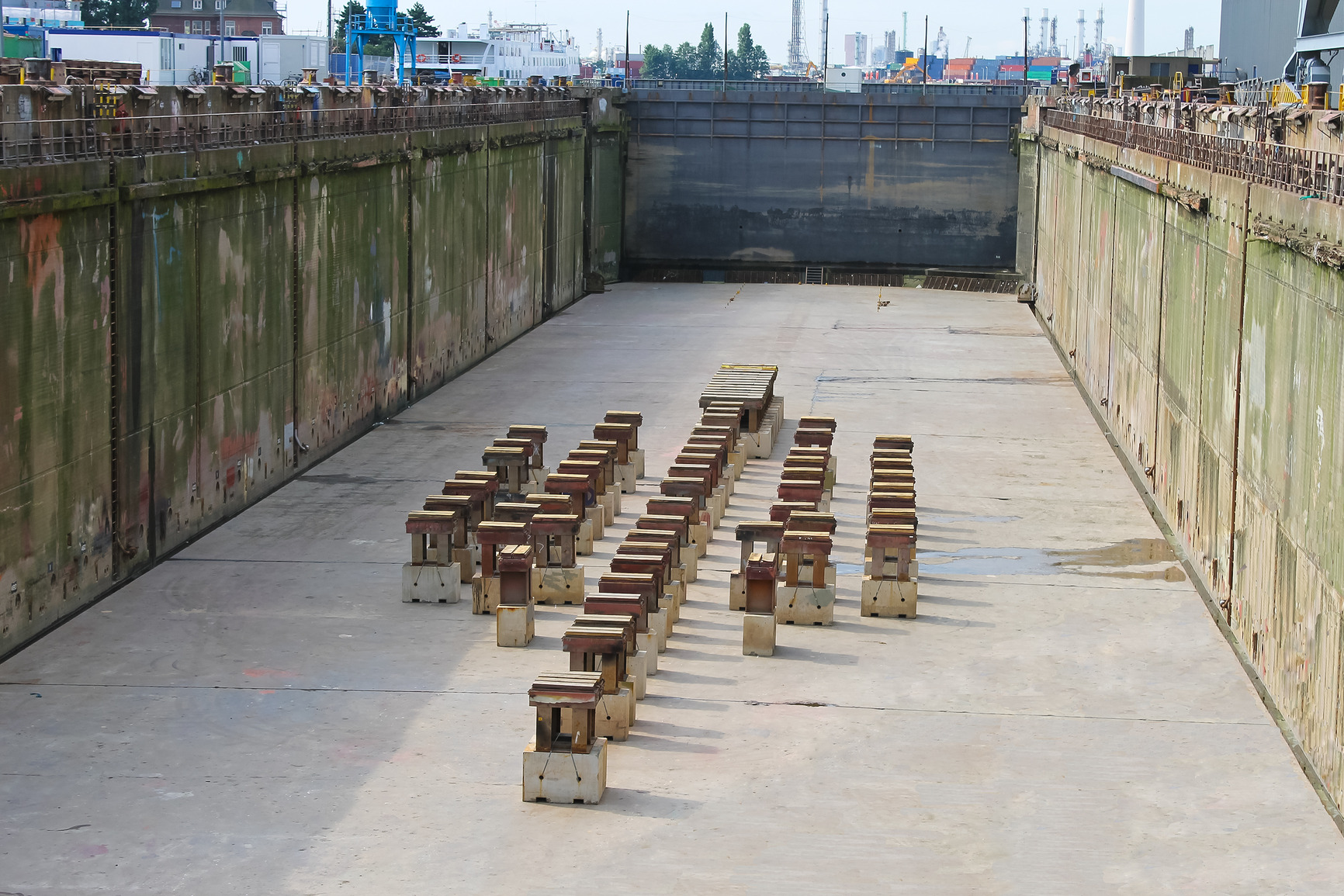 photodune-3091608-preparation-of-dry-dock-for-acceptance-the-ship-m.jpg
