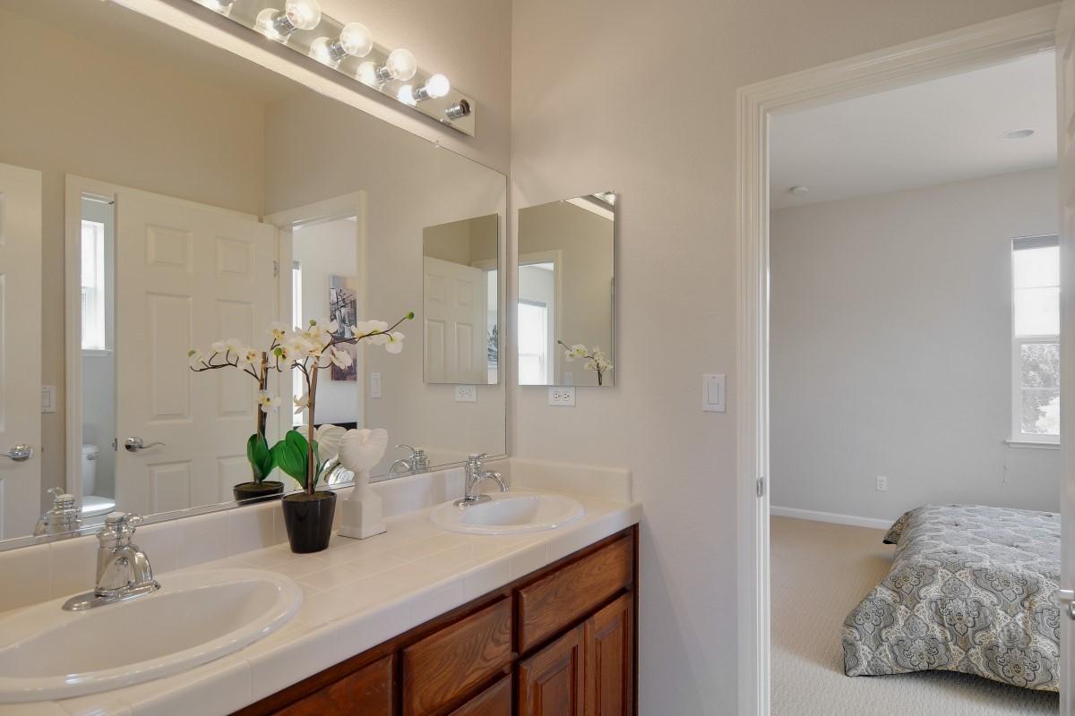 Bathroom (1) (Custom).jpg