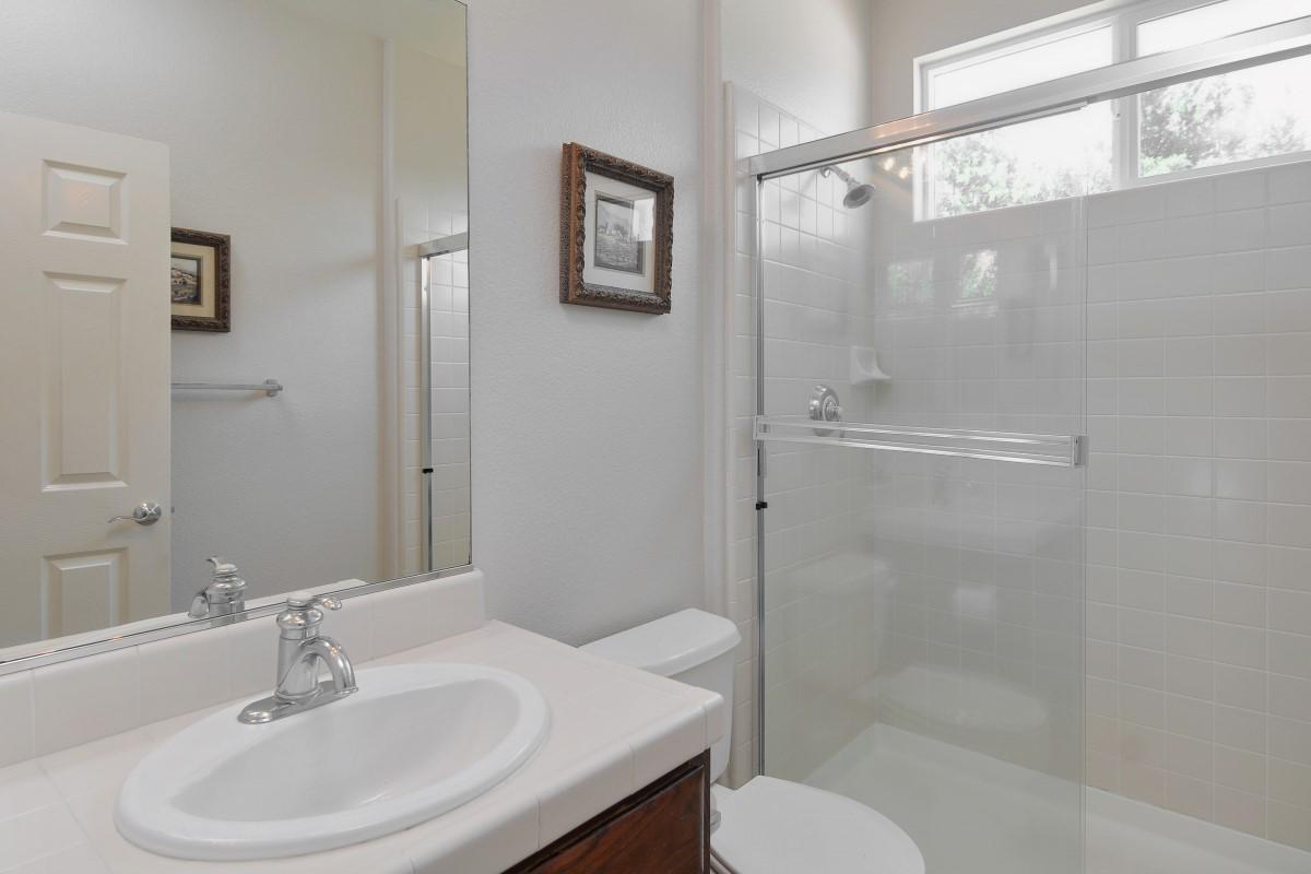 Bathroom (2) (Custom).jpg