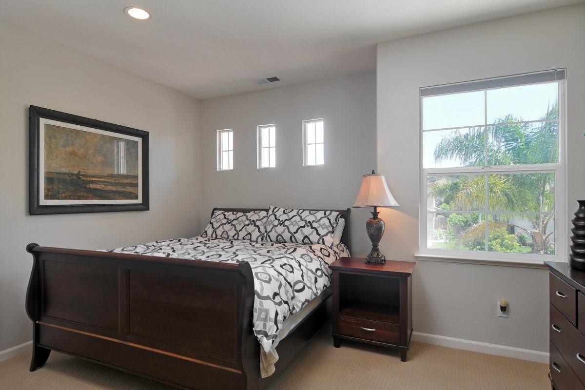Bedroom (1) (Custom).jpg