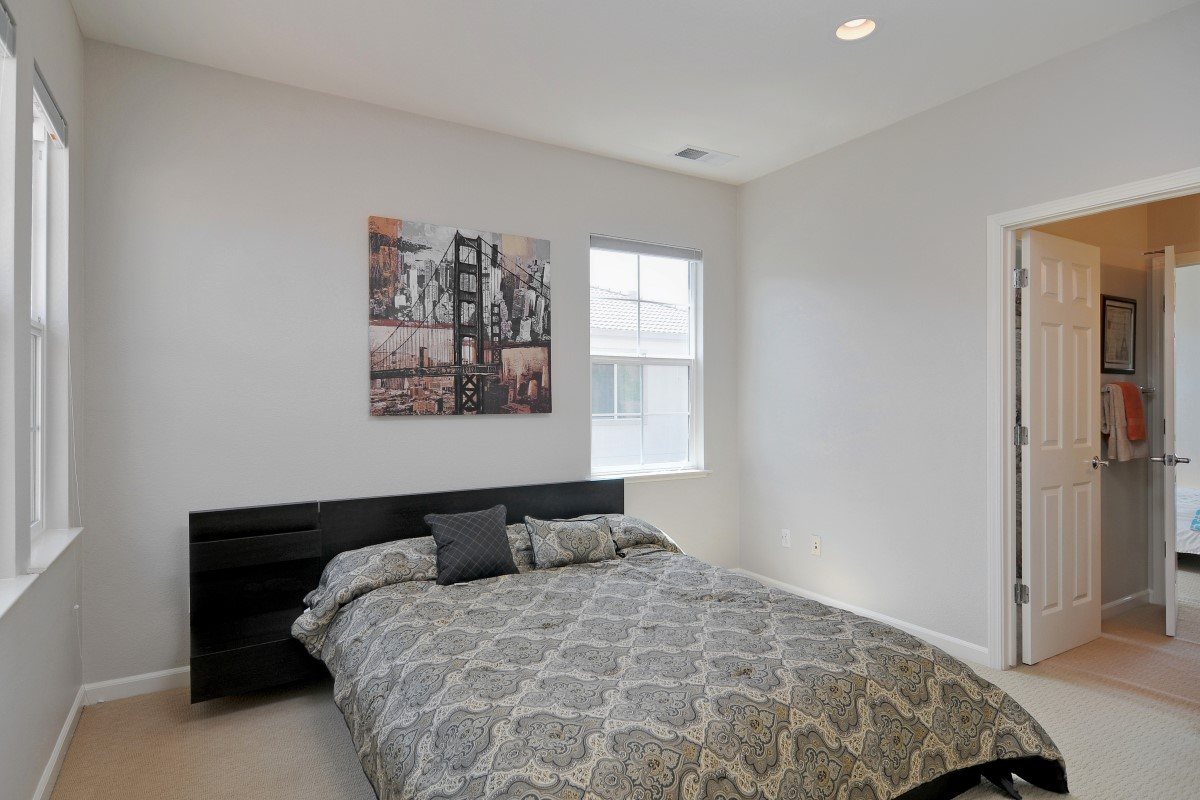 Bedroom (2) (Custom).jpg