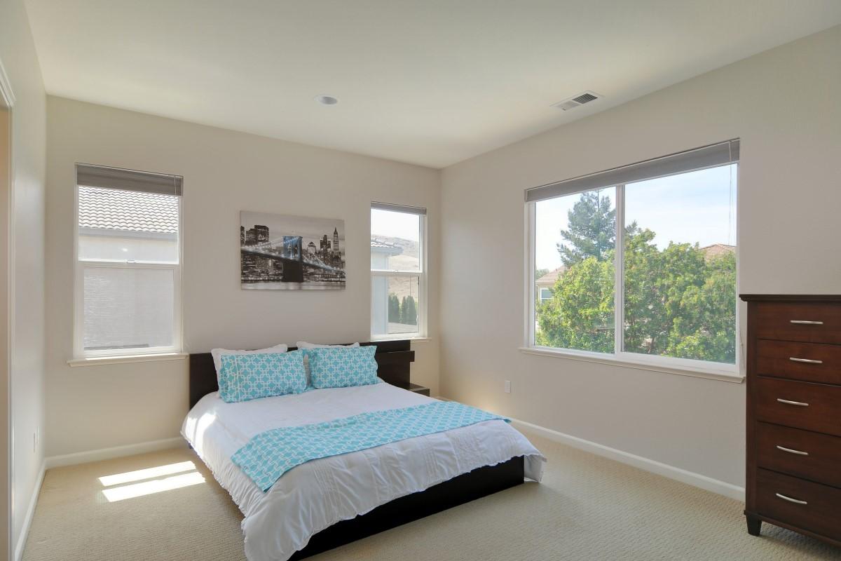 Bedroom (3) (Custom).jpg