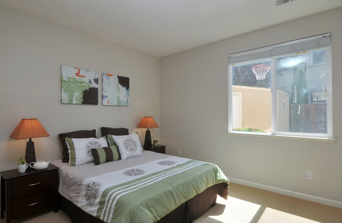 Bedroom (4) (Custom).jpg
