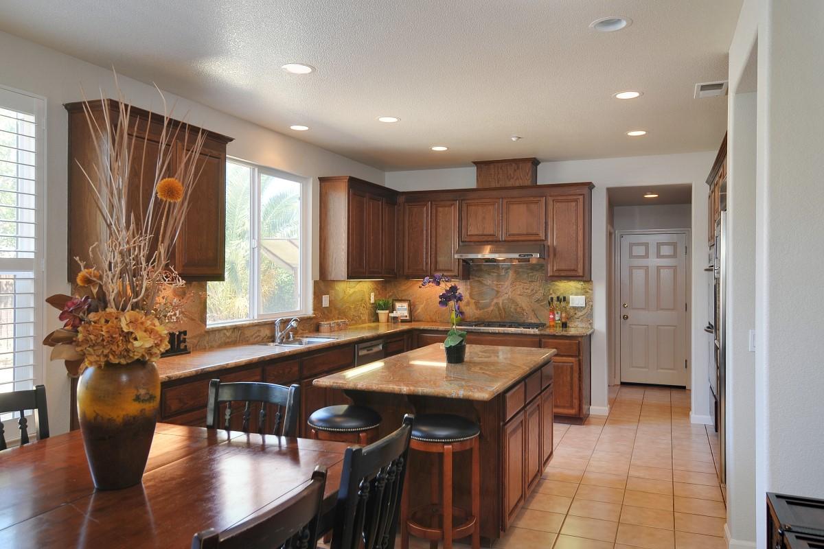 Kitchen (1) (Custom).jpg