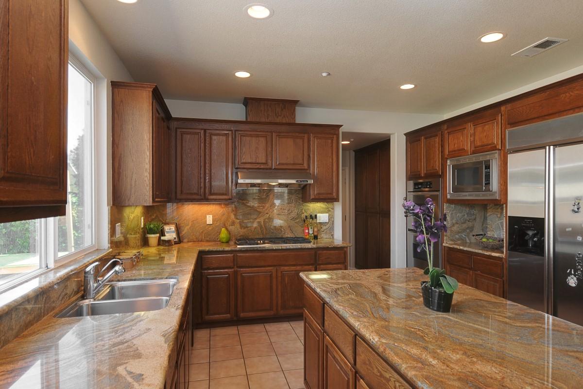 Kitchen (3) (Custom).jpg