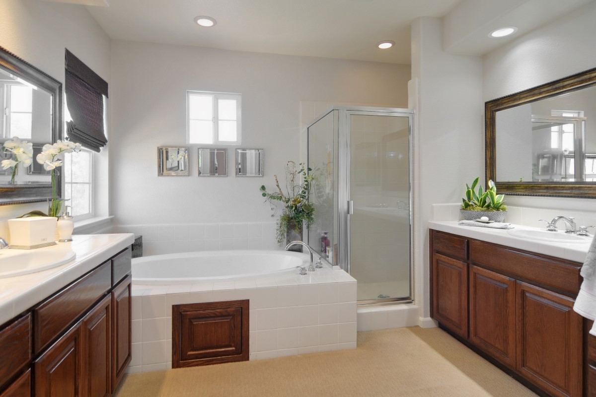 Master Bath (1) (Custom).jpg