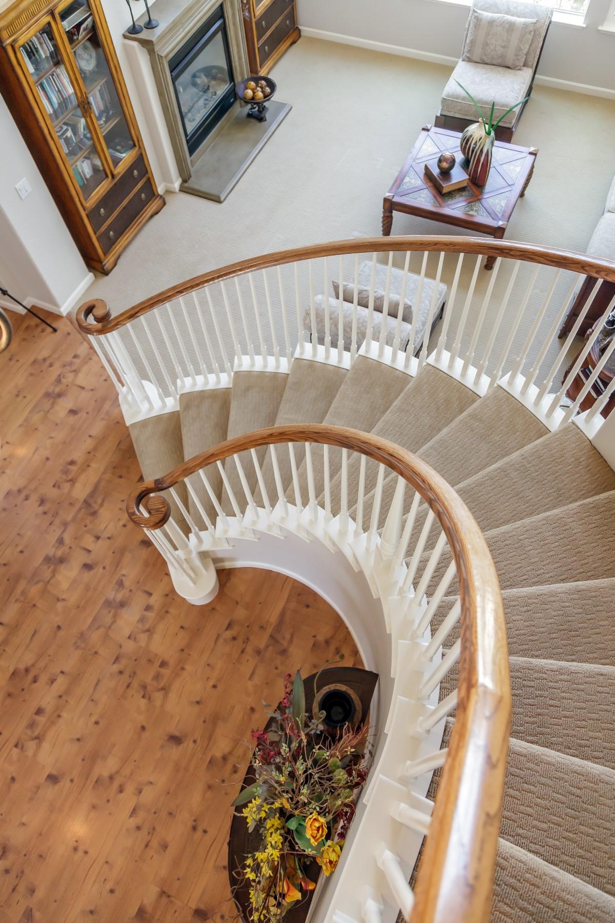 Stair Detail (Custom).jpg
