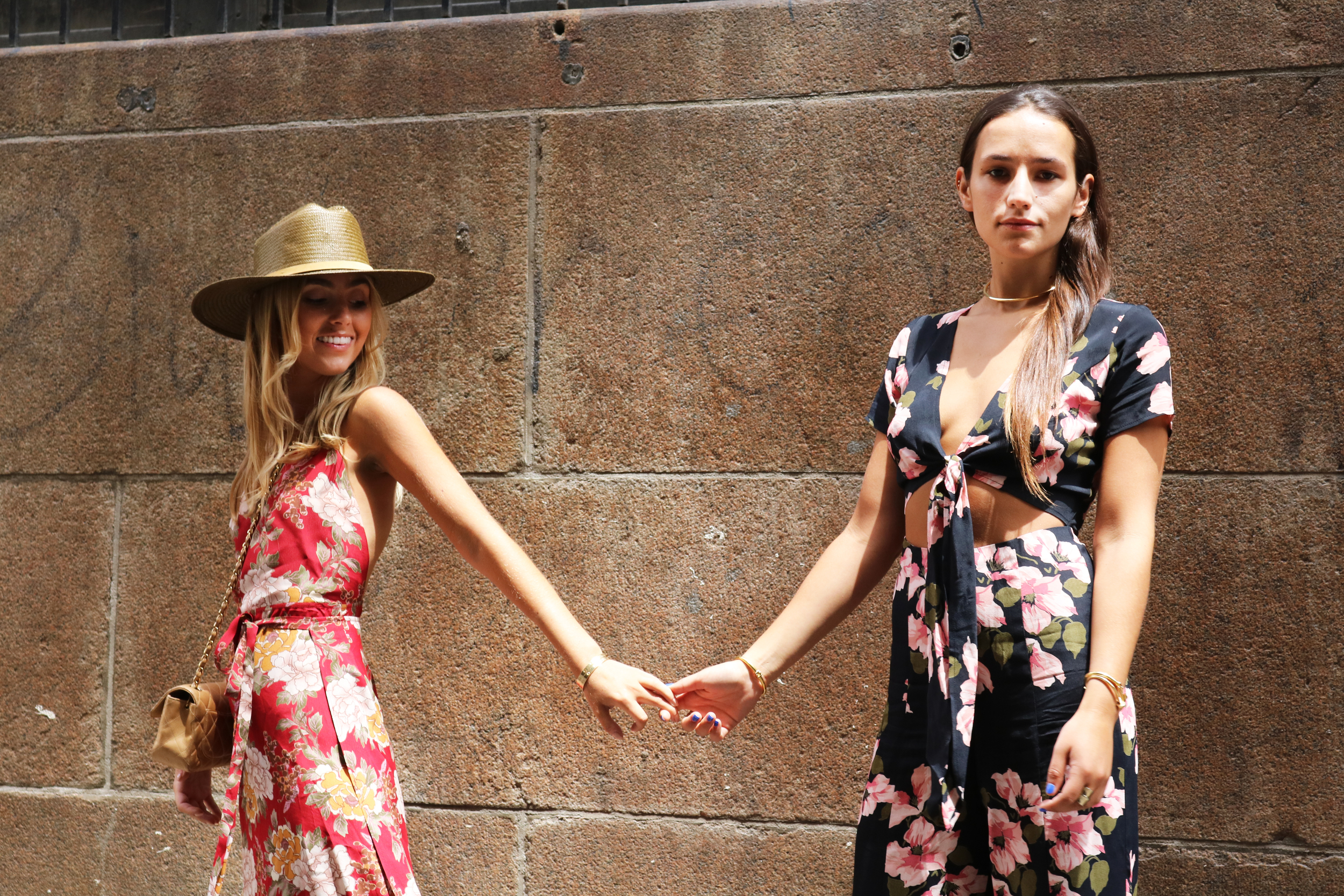 SOPHIE AND CHARLOTTE BCIKLEY SISTER BLOGGERS YIN 2MY YANG NYC STREE STYLE FLORAL TREND