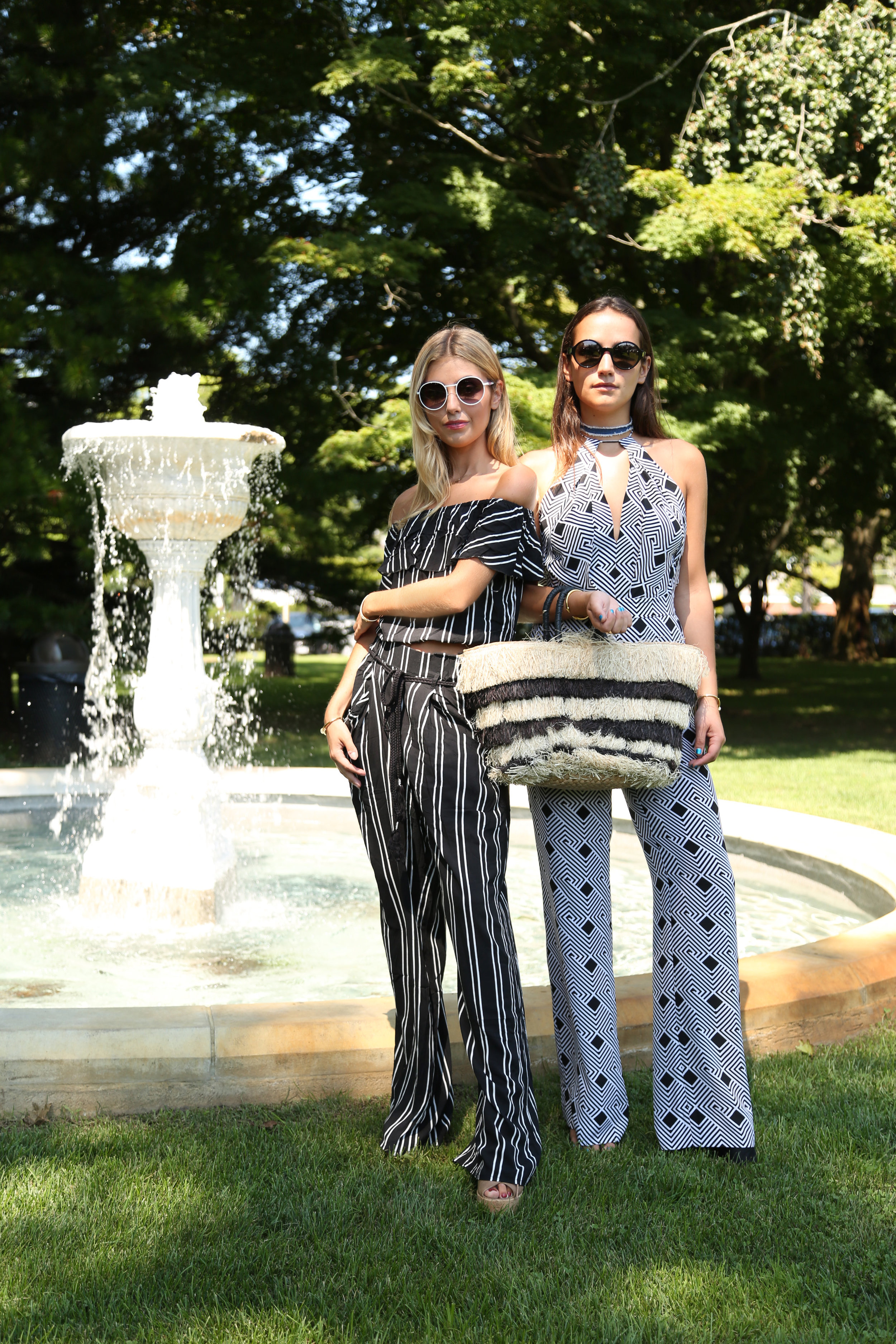 SOPHIE AND CHARLOTTE BICKLEY SISTER BLOGGERS YIN 2MY YANG HAMPTONS NYC STRAW BAG POSTSOPHIE AND CHARLOTTE BICKLEY SISTER BLOGGERS YIN 2MY YANG HAMPTONS NYC STRAW BAG POST