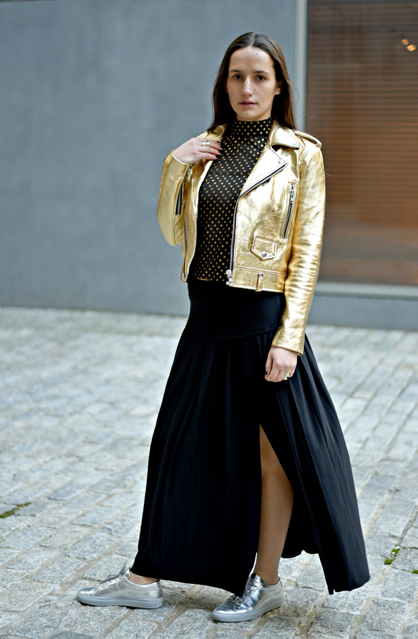 SOPHIE BICKLEY FASHION SISTER BLOGGERS NYC METALLIC POSTSOPHIE FASHION SISTER BLOGGERS NYC METALLIC POST