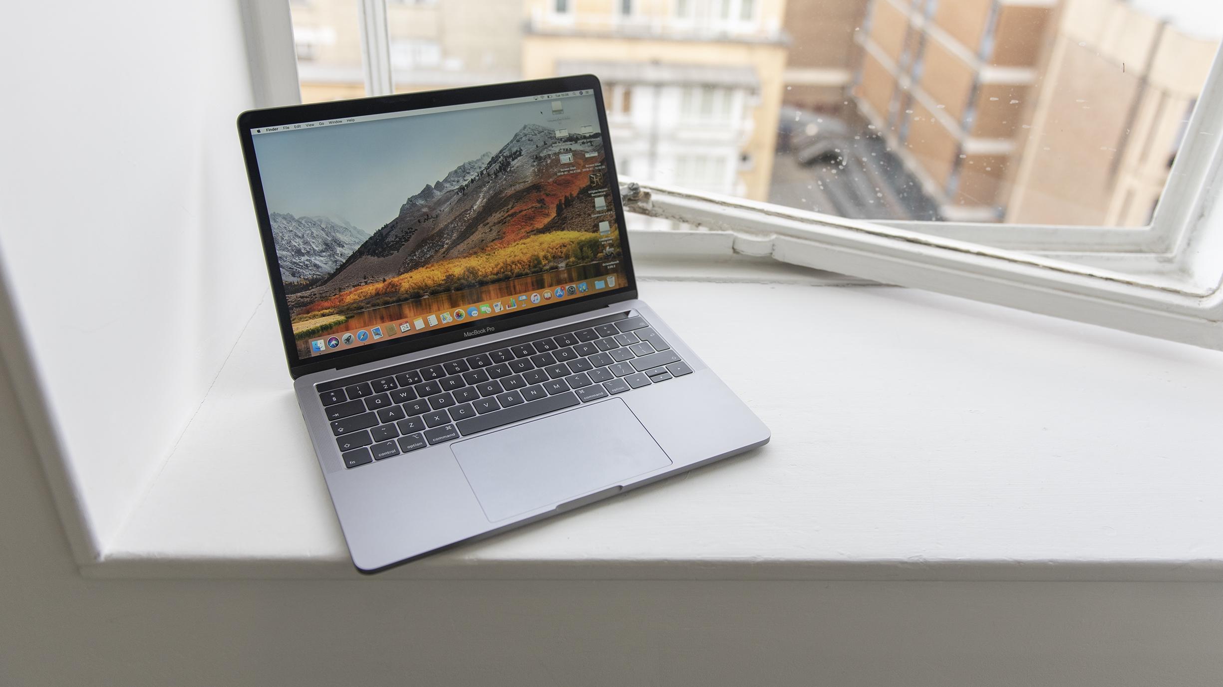 Apple MacBook Pro 13 look.jpg