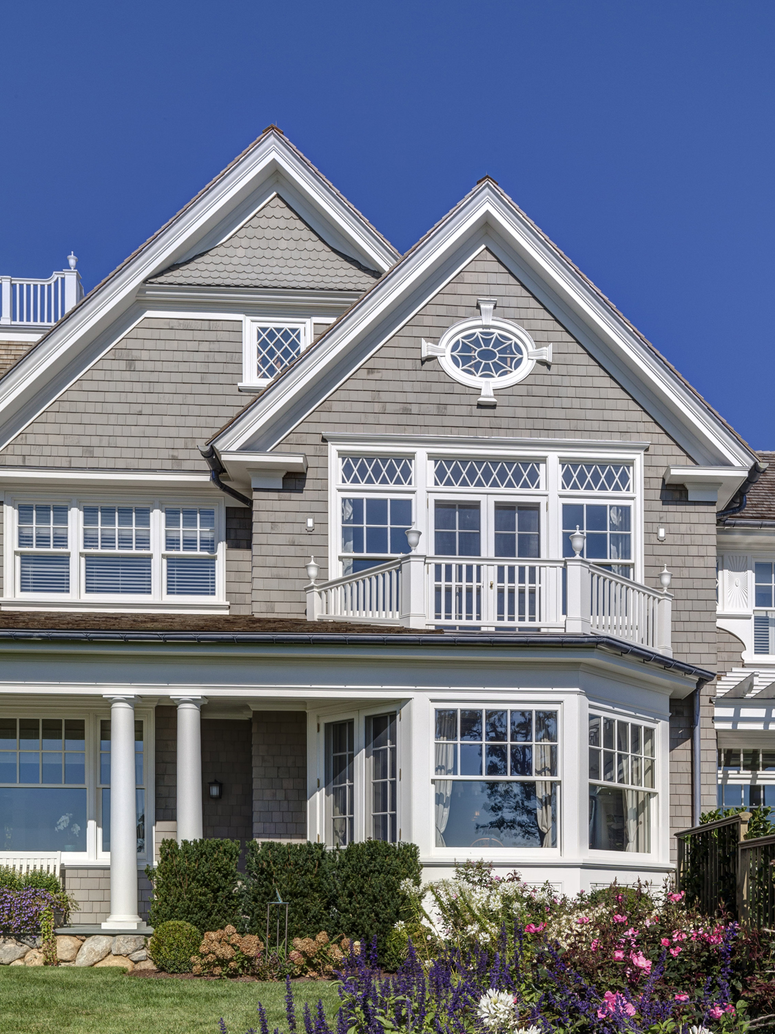 Waterfront-colonial-custom-mullion-windows-riverside-ct-exterior-w.jpg