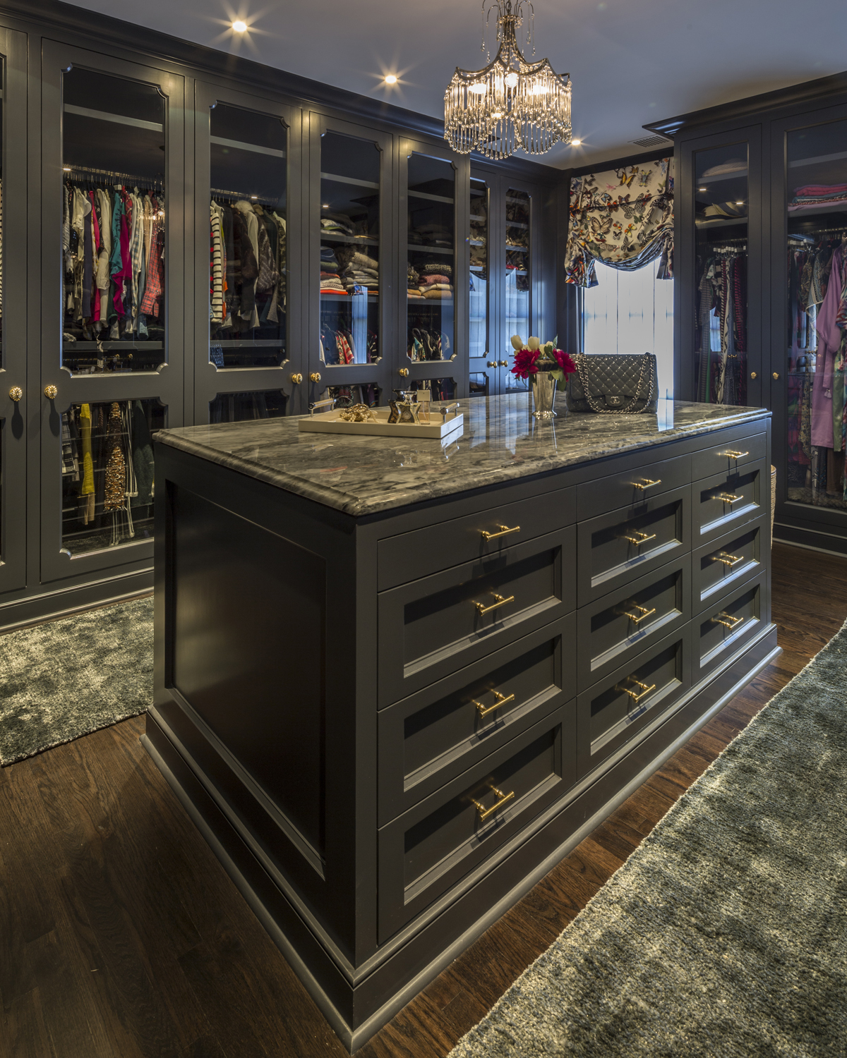 Chic-colonial-dressing-room-old-greenwich-ct-interior-w.jpg