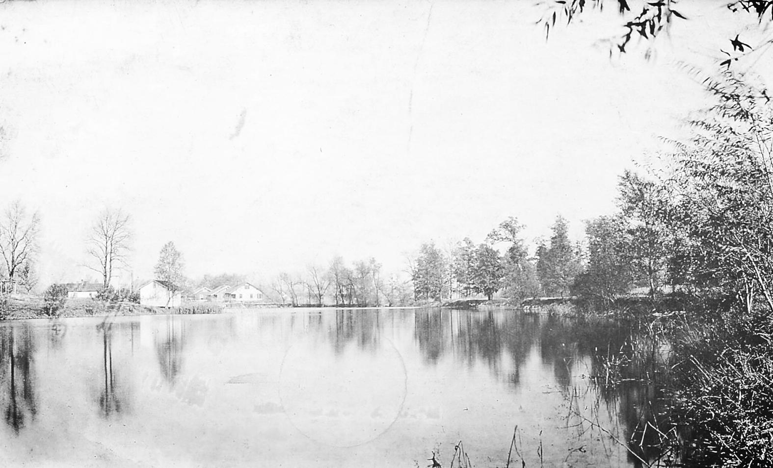 Leclaire Lake 4.jpg