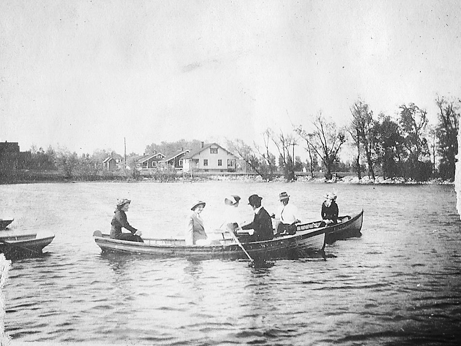 Leclaire Lake Boaters.jpg