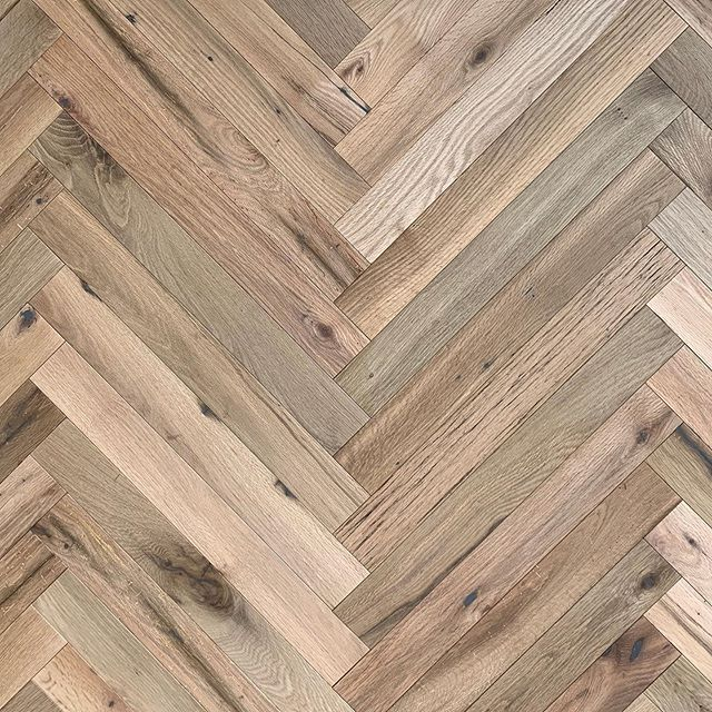New Custom Herring Bone floor solutions at your fingertips. We have Endless color options and sizes. Let us guide you to your ultimate flooring masterpiece! - #oindcorp #premiumwoodproducts #reclaimed #herringbone #oak #madeinamerica