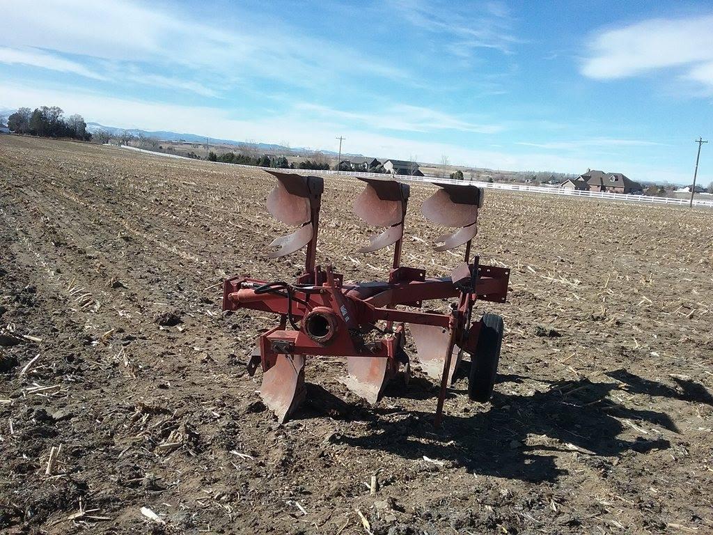 IHC 3 bottom plow