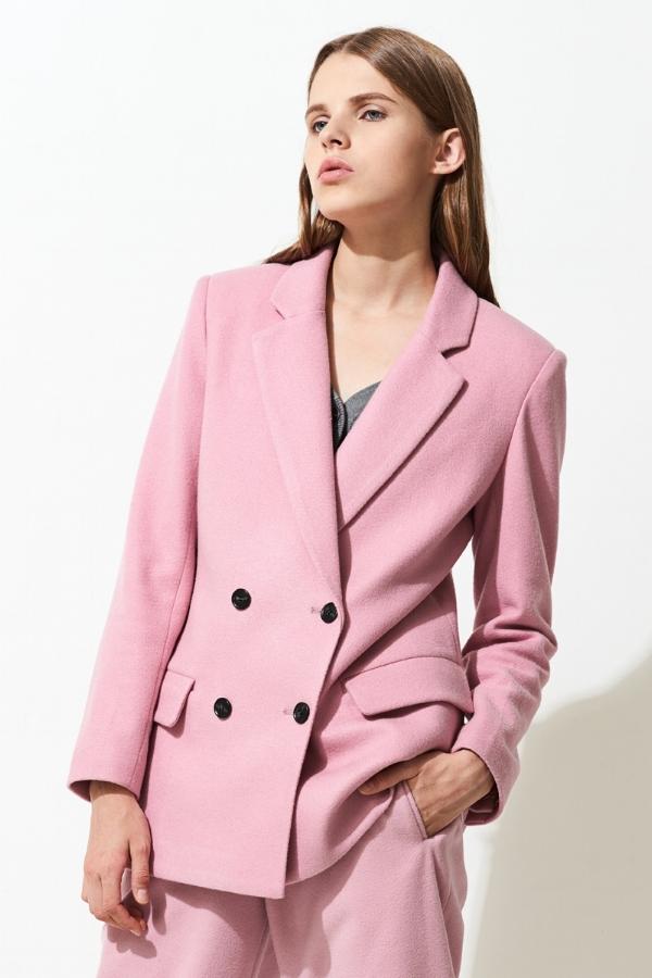 Shop oversized blazers via DNAMAG
