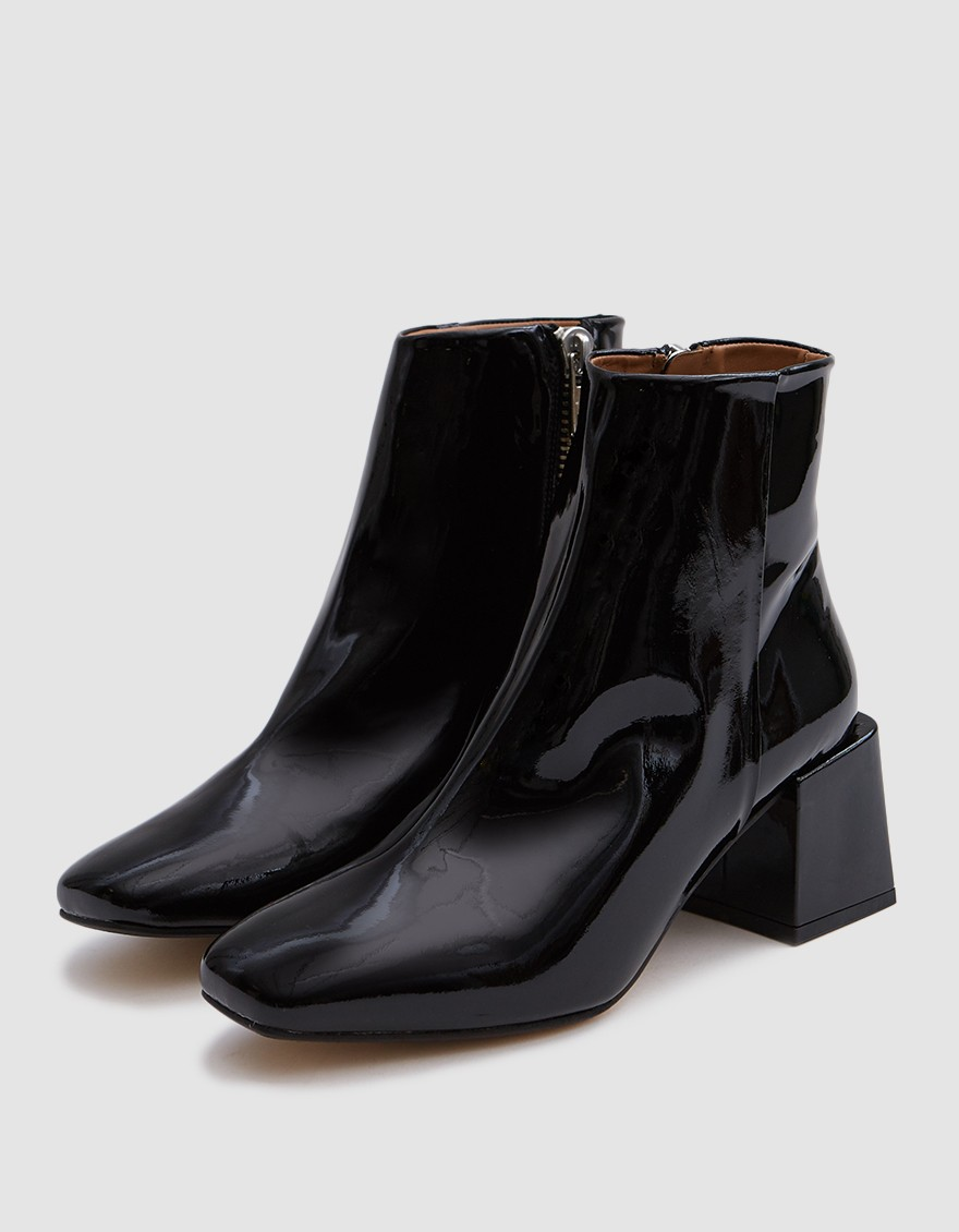 - LAZARO BOOT IN PATENT BLACK / Loq available at Need Supply $375