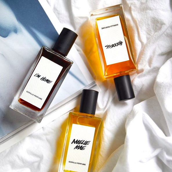 CHOOSE ECO-FRIENDLY PACKAGING - Many brands are moving towards biodegradable, recyclable, and reusable packaging. From Lush packageless shampoo bars to recycling your glass foundation bottles, there are many simple ways to be conscious of your waste.*photo credit: @lushcosmetics