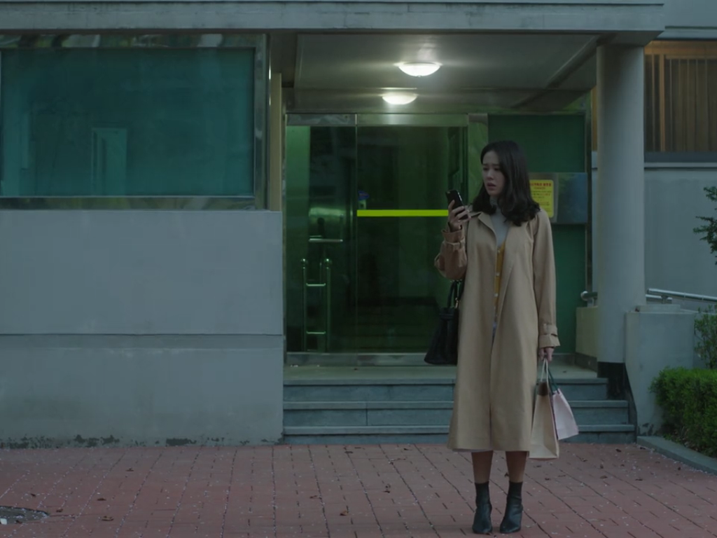 The fashion from K-Drama 'Something in the Rain' via DNAMAG