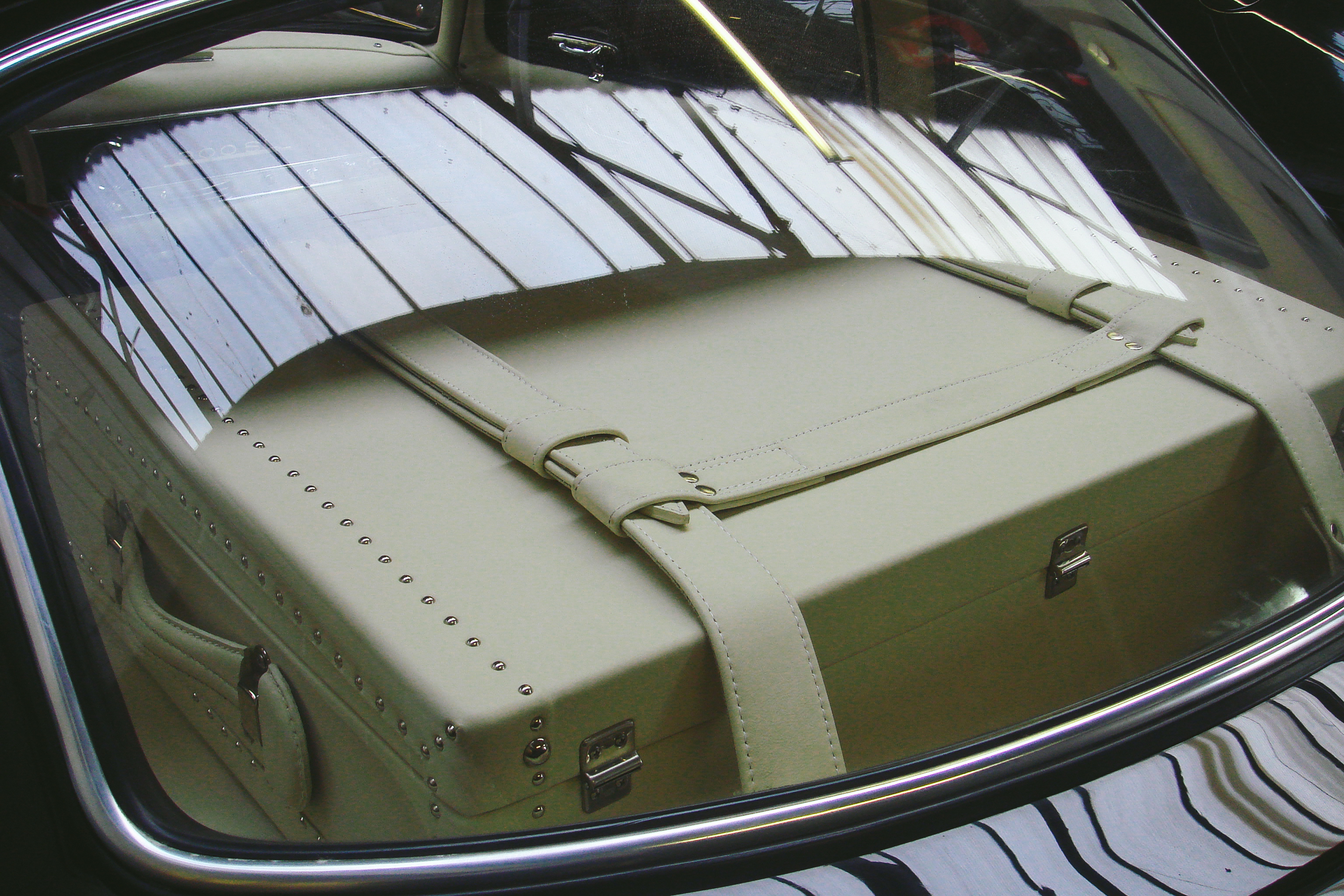 o-rourke-coachtrimmers-mercedes-gullwing-300-sl-1-0-photo.jpg