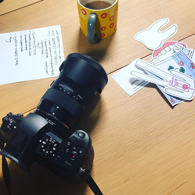 Another day filming with @laurafuzzfox creating hand drawn animations for clients who want to engage more creatively.  This one involved teeth 🦷🦷 💡✏️🙌 #visualthinking #whiteboardanimation #explainervideo #animation #graphicrecording #creativelife #bigpicture