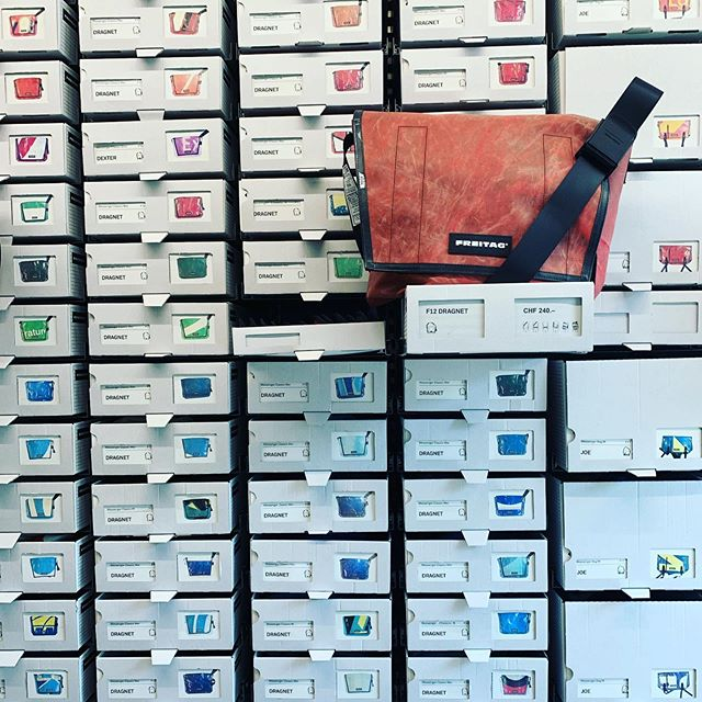 I love how the brand Freitag displays it's products. By type, by colour. Each with a clear image. Each individually displayed. Lots of visual clues to lead you to exactly what you're looking for. 👁👉🏼🎒 #freitagbag #visualthinking #visualmerchandiser #bags #shippingcontainerstore #graphicchange