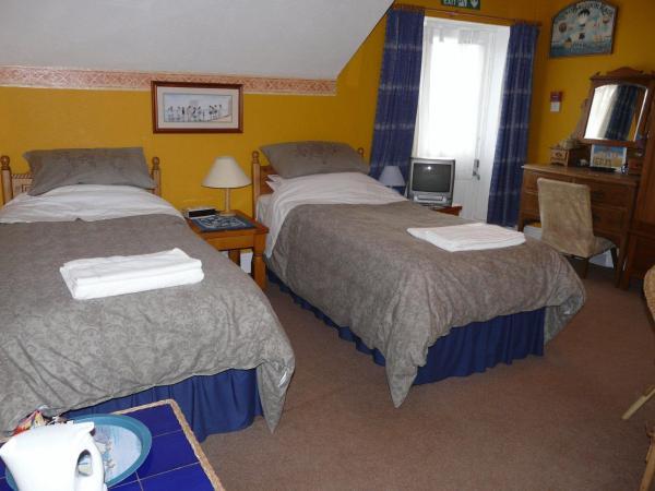 OLD Bedroom 11.jpg
