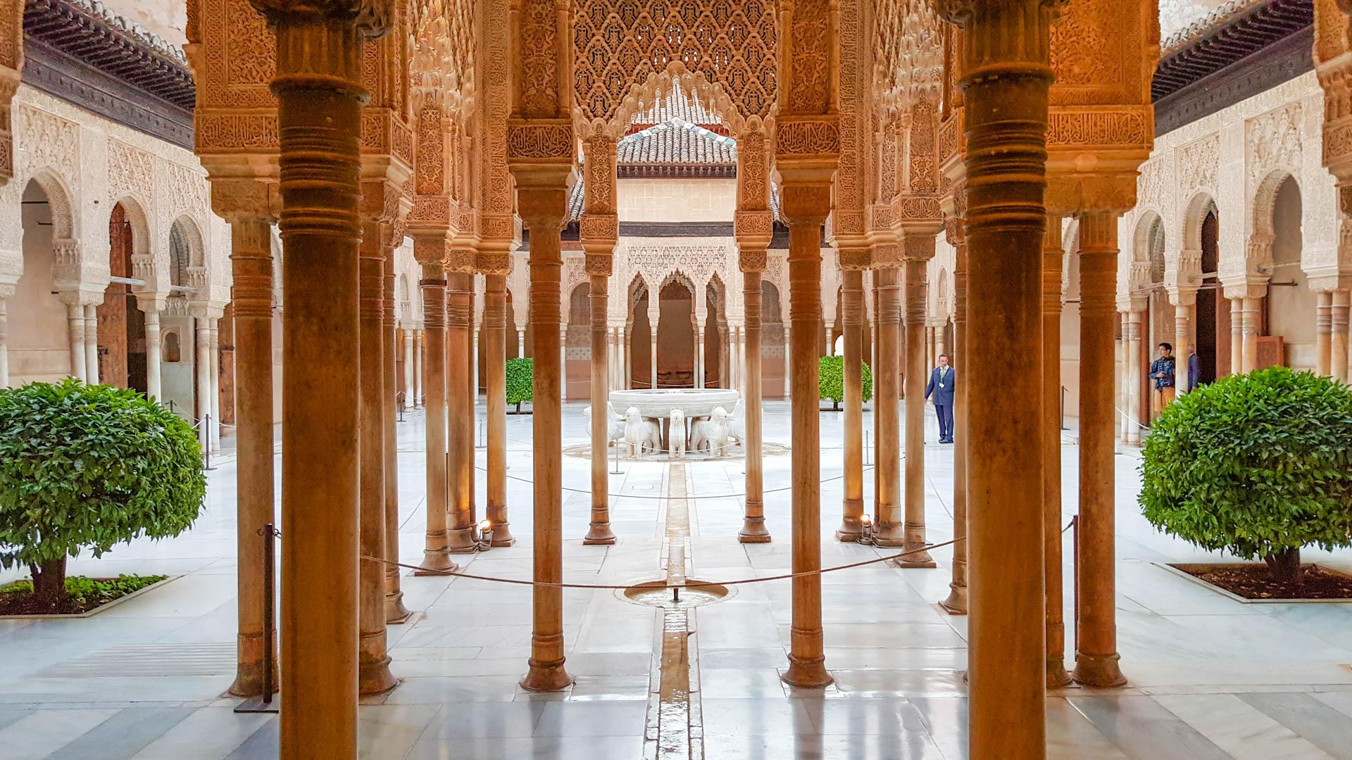Photo http://blog.insightvacations.com/visiting-the-alhambra-palace/