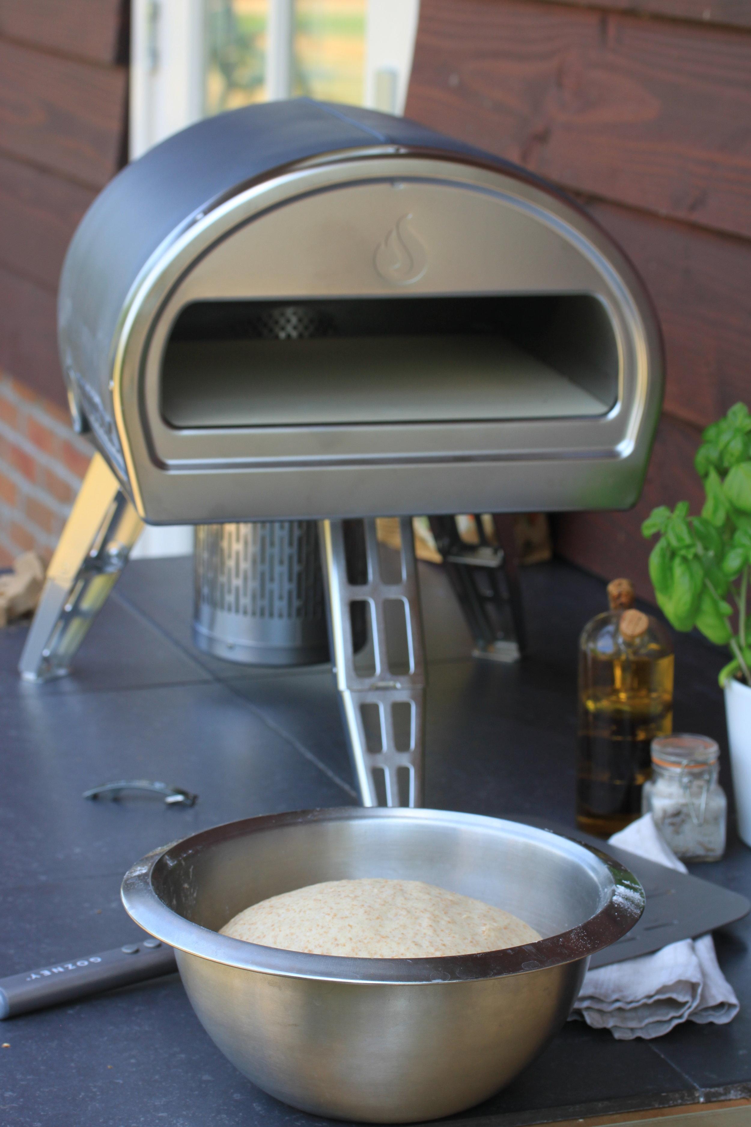 オーガニック スペルト小麦を使って低温発酵したピザ生地