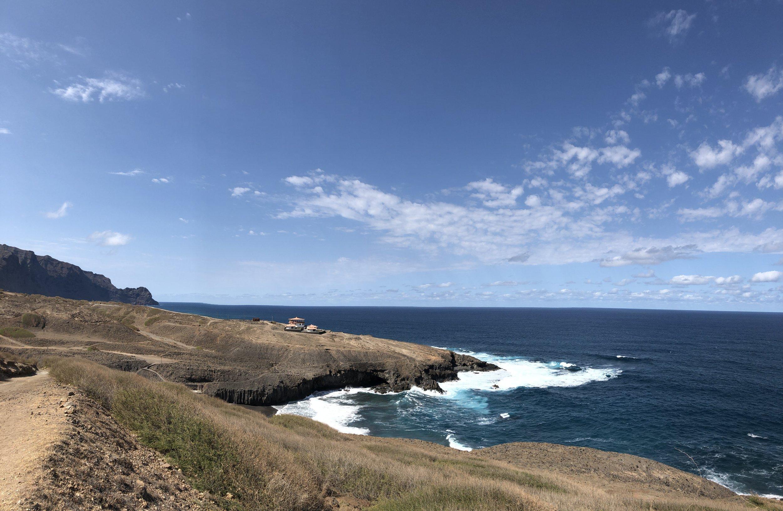 サントアンタオ島では国立公園内にあるエコロッジに宿泊