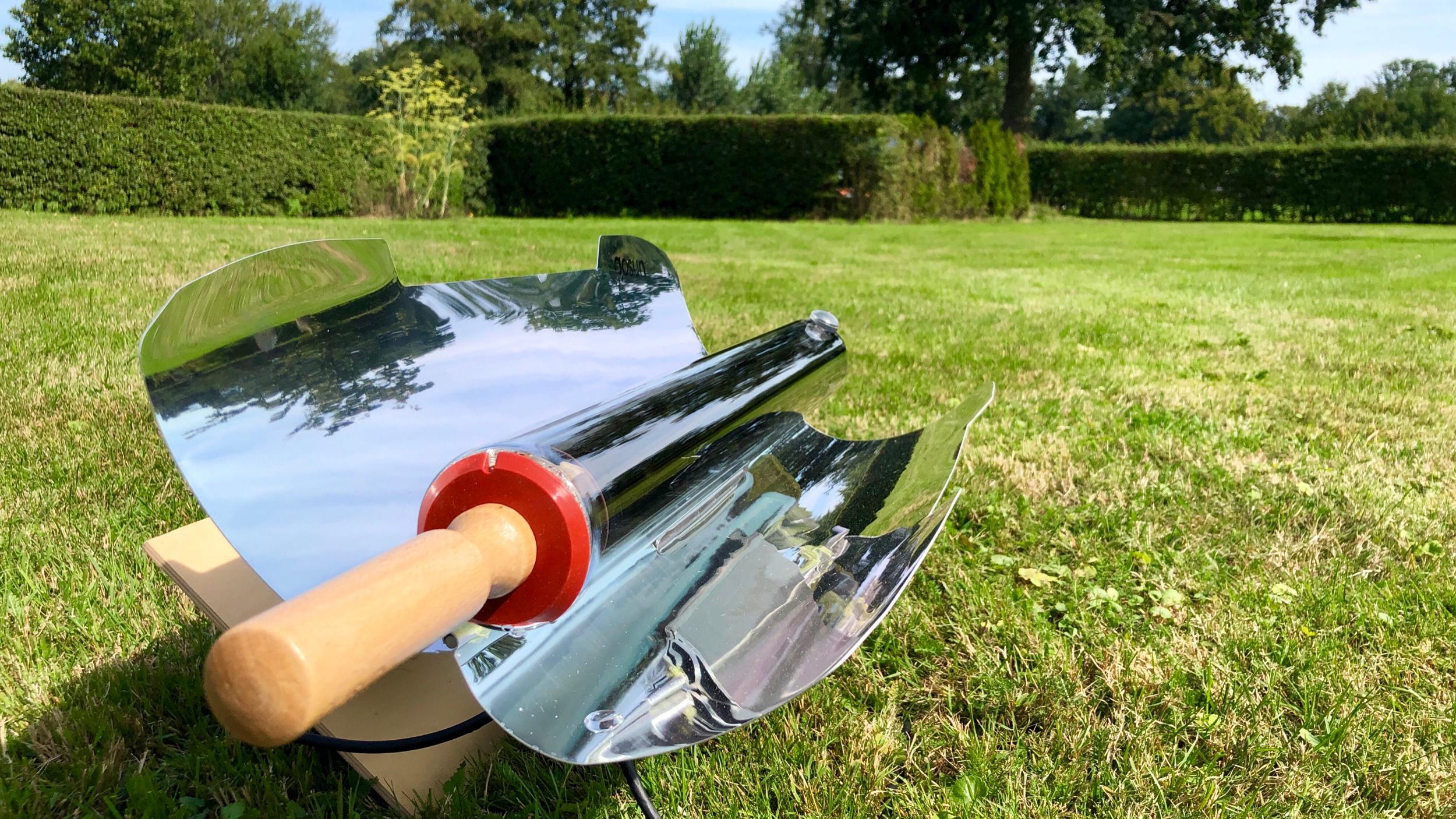 太陽の位置によって、板をかませて反射しやすいように