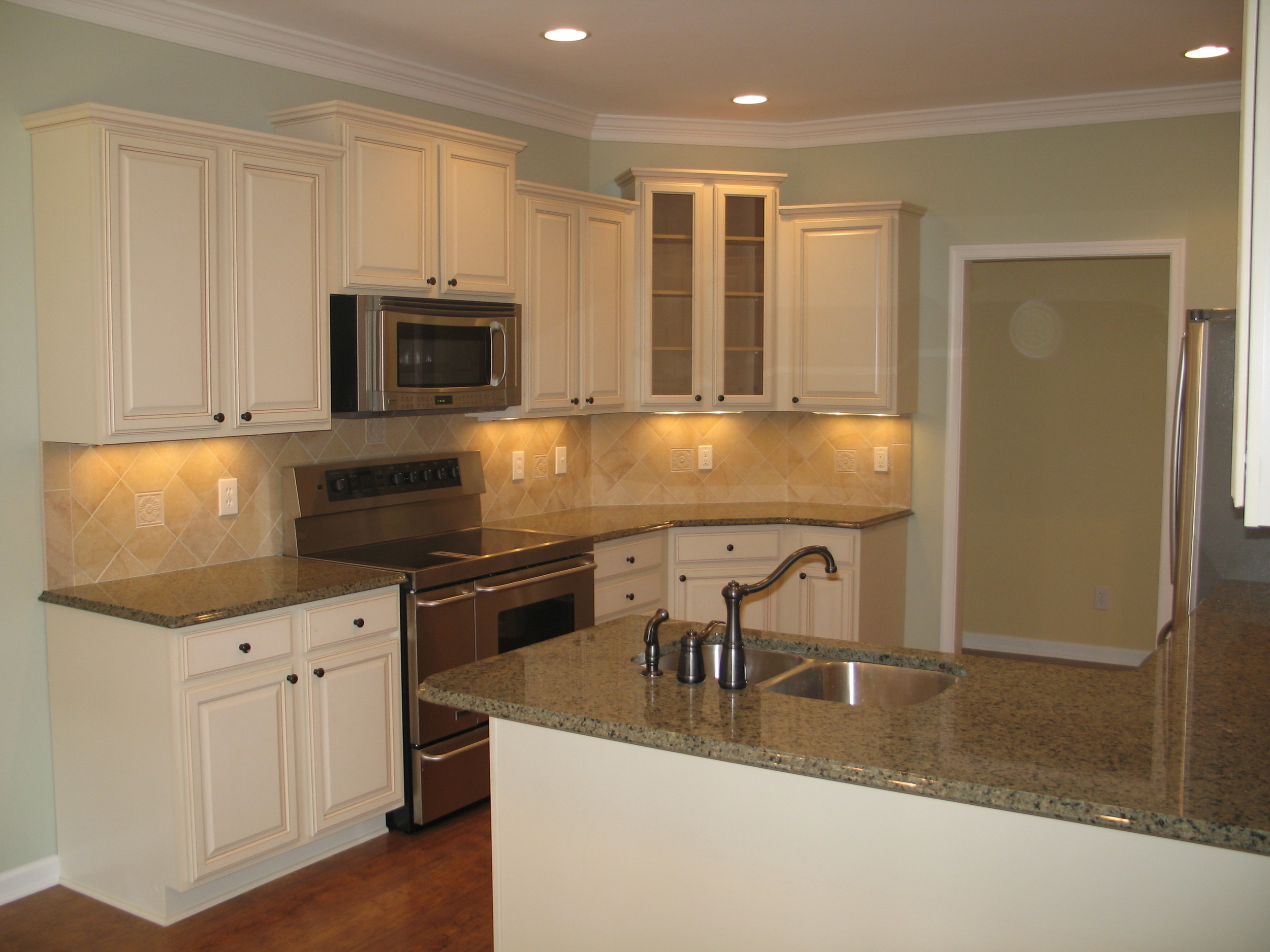 Farmington Lot 33 Kitchen Looking at Range.jpg