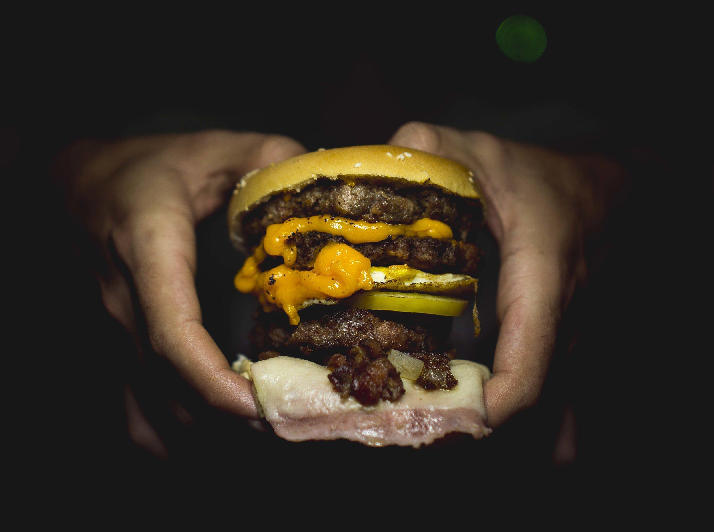 Burgers sind typisches Material für den Hashtag #Foodporn