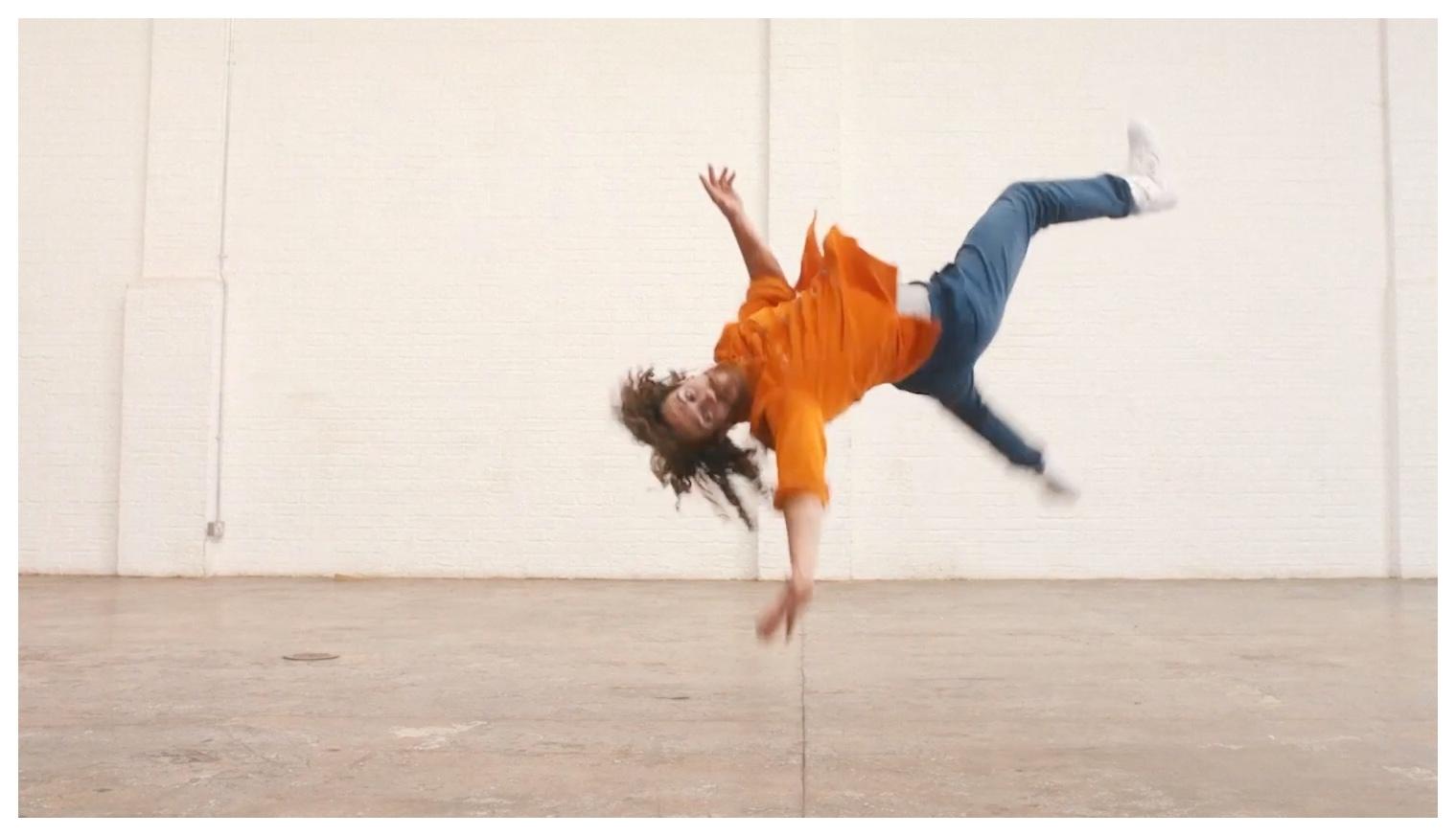 """Amazon """"Keep on Dancing"""""""