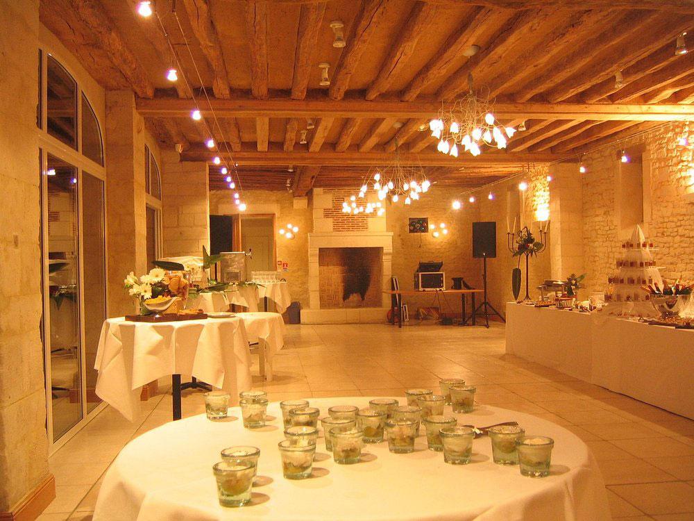 Notre salle Louis XV, adaptée à tout type de réception