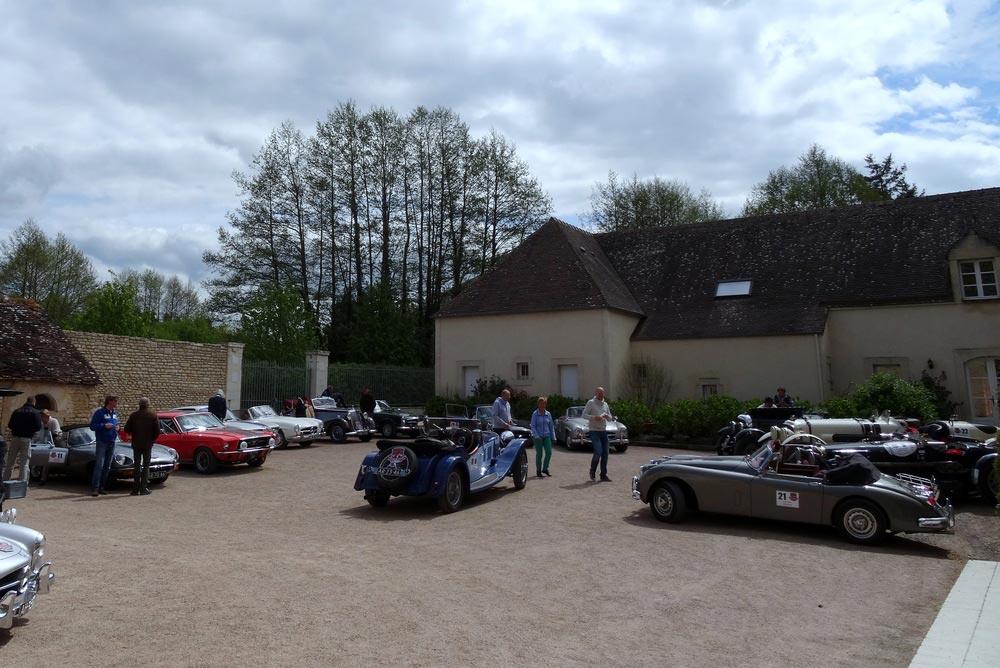 Accueil de passionnés de voitures de collection au Domaine de la Tour