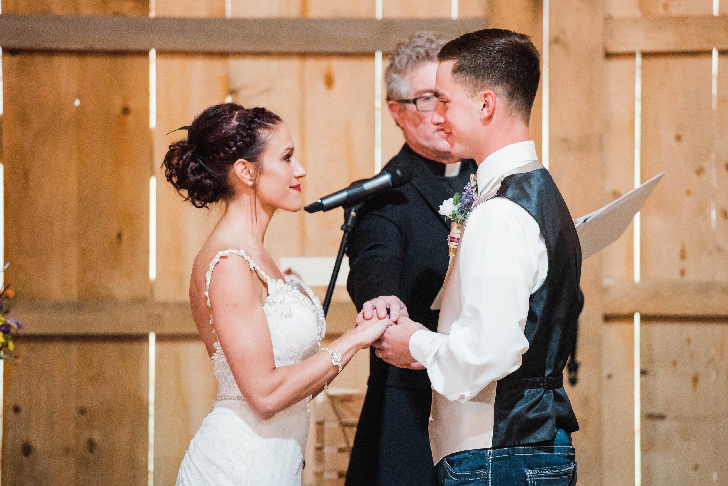 whisper hollow homestead wedding barn wedding pittsburgh photographer