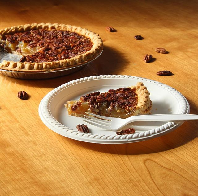Enjoying some pecan pie on #nationalpecanday * * * * #YumiEcoSolutions #gogreen #thinkgreen #thereisnoplanetb #earth #compostable #plasticfree #sustainability #ecofriendly #PlantsNotPlastic #Return #thethrowawaythatgoesaway  #timeforpie