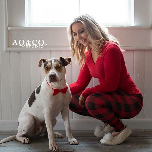 Family Holiday photos are in full swing, especially our furry family members❤️ how adorable are @sammykwade & Nova ❤️ #mountainhomeafb #mountainhomeidaho #boisephotography #boisevideographer #boiseportraitphotographer #boiseportraits
